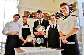 Staff al completo Osteria Frangipane Trani