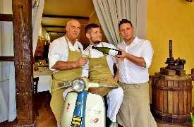 Staff in Lambretta  Controcorrente Osteria di Mare Morciano di Romagna