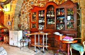 Antica credenza di vini Ristorante Il Poeta Contadino Alberobello Bari