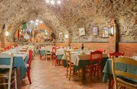 Foto Ristorante La Grotta vicino a Radicofani