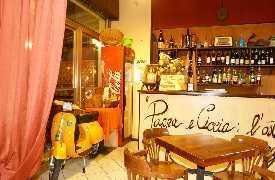 Vespa in sala Osteria Pappa e Ciccia Rimini