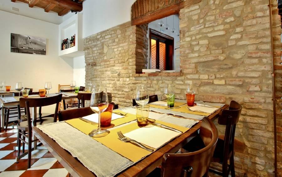 Dettaglio tavolo per quattro Ristorante Il Cuciniere Fano