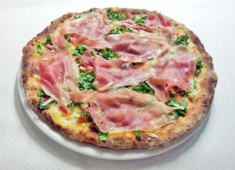 Pizza crudo e rucola Ristorante La Lanterna Loreto