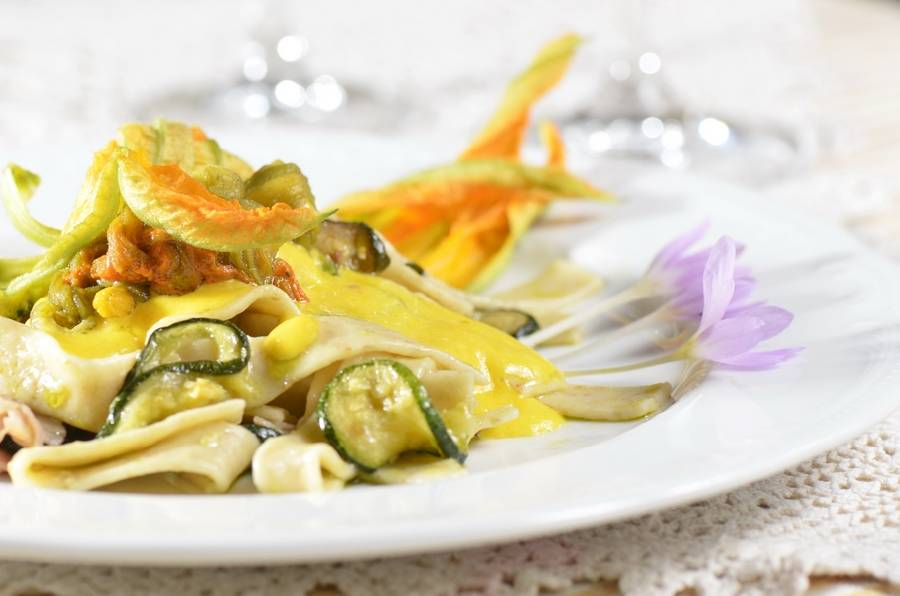 Primo con fiori di zucca e zucchine Masseria Il Frantoio Ostuni