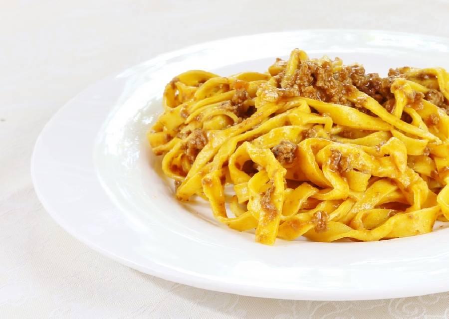 Tagliatelle con ragù alla bolognese Ristorante Valsellustra Casalfiumanese