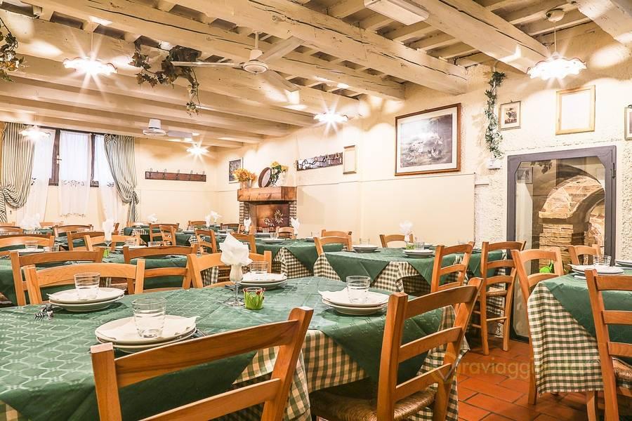 Sala interna piano inferiore Trattoria Il Pergolato dalla Maria Pesaro foto 3