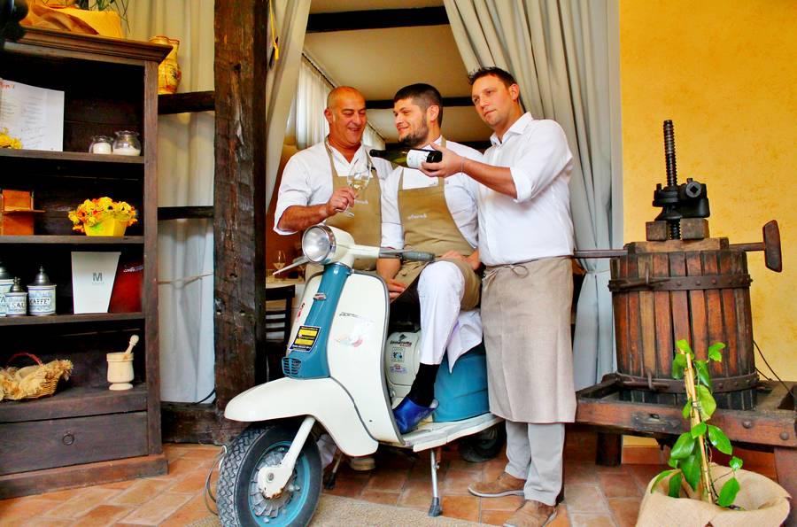 Lambretta in sala  Controcorrente Osteria di Mare Morciano di Romagna