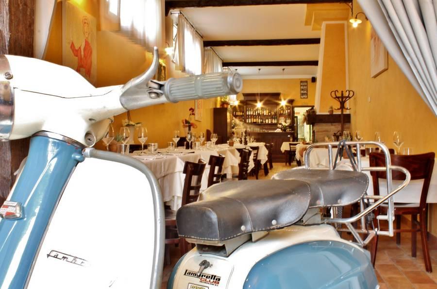 Dettaglio Lambretta  Controcorrente Osteria di Mare Morciano di Romagna