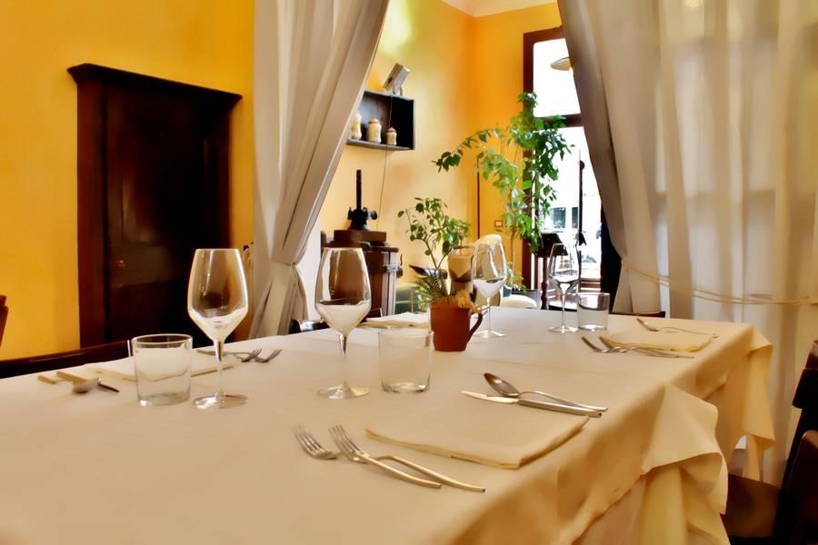 Dettagli tavola  Controcorrente Osteria di Mare Morciano di Romagna