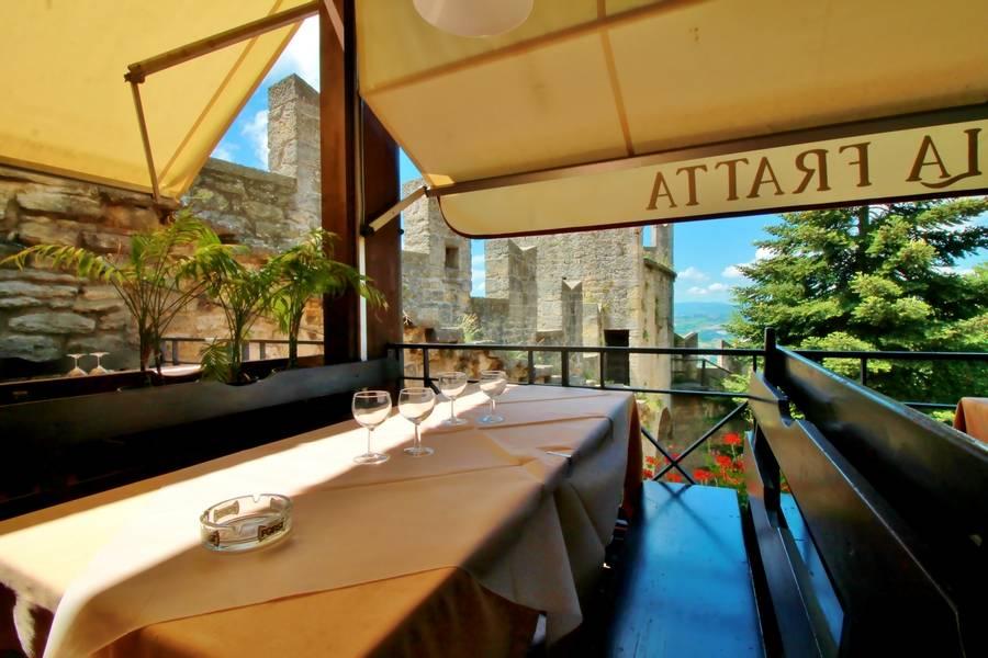 Tavolo esterno Ristorante La Fratta San Marino