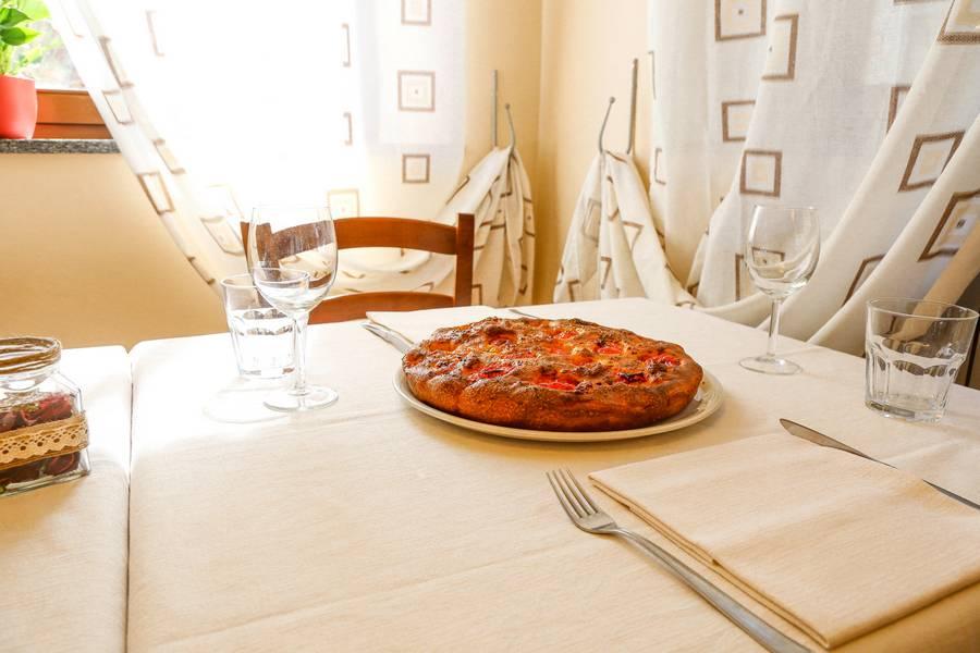 Focaccia pugliese ristorante La Lanterna Loreto foto 1