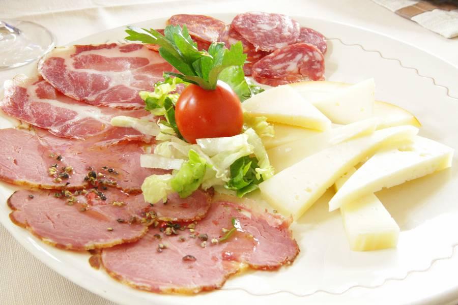 Antipasto affettato e formaggio Ristorante U Curdunn Locorotondo Bari